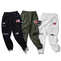 cc auguau Supreme x The North Face Joggers