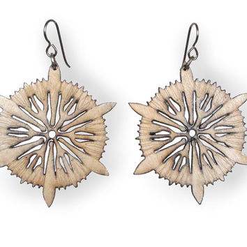 Astro – Laser cut wood earrings – Nature inspired, lightweight, natural, star-shaped jewelry