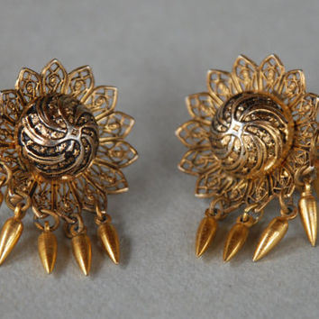 Vintage CORO Screw Back Earrings Victorian Revival Taille D'Epargne Style Dangle 1940's // Vintage Designer Costume Jewelry
