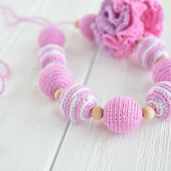 Nursing necklace with crochet flower and wooden beads, Natural Teething Necklace