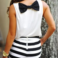 Sitting Pretty Bow Top: White/Black | Hope's