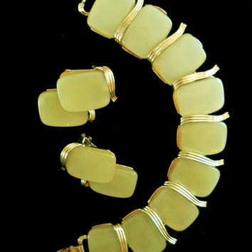 Yellow Thermoset LISNER Bracelet & Earrings Set, Gold Plated, Signed Vintage