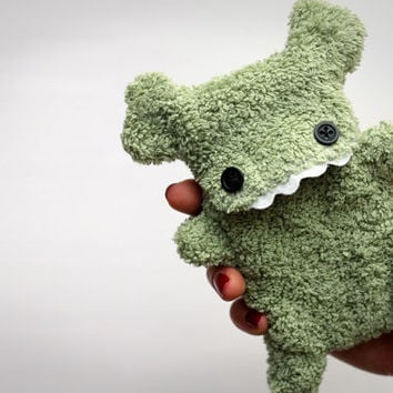 Fellfische - fluffy Cellphone Case for Iphone - Olive with Teeth
