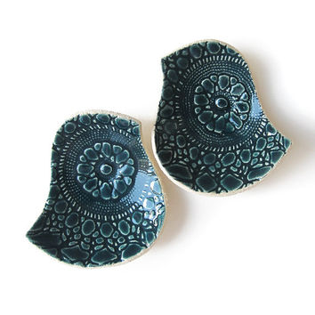 Ceramic bowls Birds of a feather bowl duo Deep teal blue jade green pottery Vintage lace texture Home decor Ring bearer pillow Ring dish