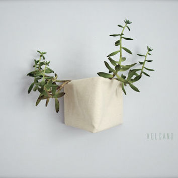 Triangle natureal canvas storage basket, planter, flower pot - CUSTOMIZABLE - Volcano Store