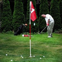 GOLF CHIPPING PRACTICE - BACKYARD FLAGSTICK POLE & CUP