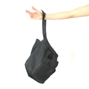 Vintage Shark Fin Black Leather Bucket Bag 70s 80s Gothic Drawstring Slouchy Wrislet Purse Triangle Clutch Asymmetrical Avant Garde Purse