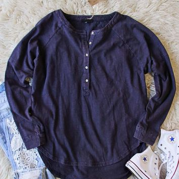 Mineral Wash Henley in Navy
