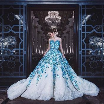 Luxurious Wedding Gowns Dubai Arabic Lace Applique Bridal Dress Middle East Style Floral Bridal Gown Romantic Ball Gown