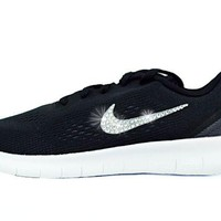 ONETOW CLEARANCE -Nike Free Rn- size 3Y
