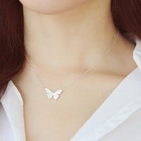 1Pc 2016 New Lovely Gold Silver Plated Butterfly Necklace for Women Simple Insect Women Long Necklace Butterfly Party Gifts