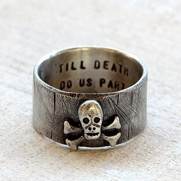 Skull and crossbones pirate ring with personalization