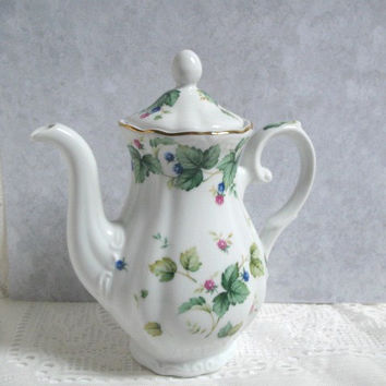 Vintage Teapot,  Andrea by Sadek, Made in Japan, Porcelain Floral Teapot with Lid