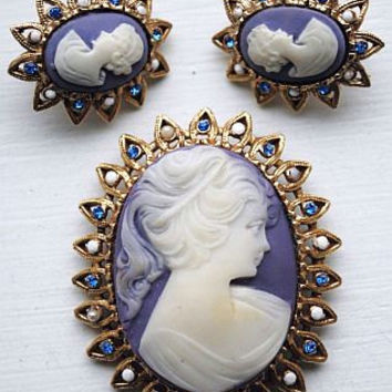 CAMEO Brooch Earring Demi Set Purple White Color &  Blue Rhinestones Gold Metal Vintage