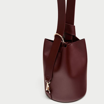 BUCKET BAG CONVERTIBLE IN BACKPACK