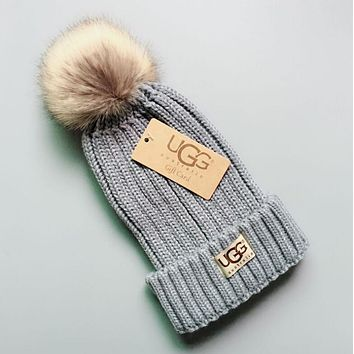 UGG Winter Classic Fashionable Women Men Warm Knit Hat Woolen Cap Grey