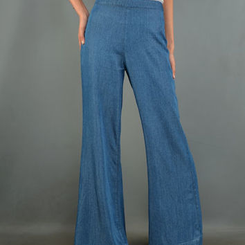 A super soft vintage inspired pair of 70's Inspired Chambray High Rise Wideleg Jeans with a dramatic silhouette. Featuring light wash chambray with exposed back zip closure.