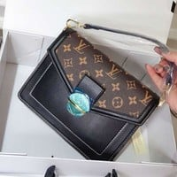 LV Louis Vuitton classic high-end custom shoulder bag shoulder bag small square bag Black