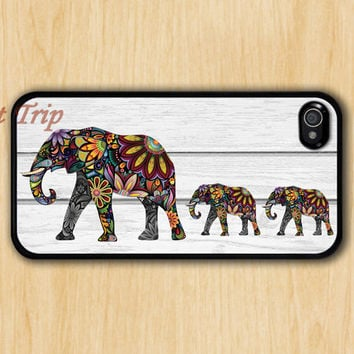 iPhone 4 Case, iphone 4s case --Mama Elephant and two Baby Elephants iphone case,colorful elephant on gray wood iphone 4 case, iphone case