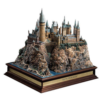 "Universal Studios Harry Potter Hogwarts Resin Castle Figurine 13"" Statue New"