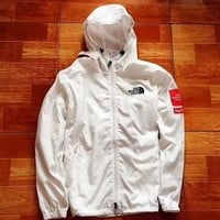 The north face X Supreme men's and women's outdoor leisure jacket windproof and rainproof double-layer fabric suntan