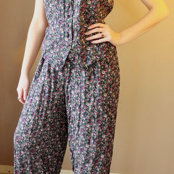 Vintage 1980's Floral Print JumpSuit/ Romper. Trendy/ Artistic/ Hipster JumpSuit. Summer or Spring Clothing. Really fun 80s jumpsuit.