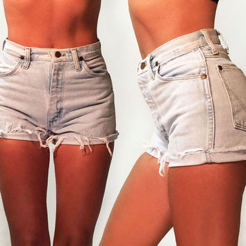 Vintage 1980's High Waisted Light Wash Cut Off Wrangler Shorts || Size 25 to 26