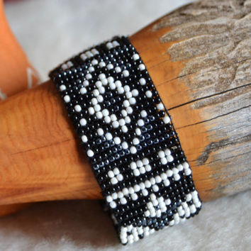 Indian beaded bracelet, tribal bracelet, loom bracelet, Native American, tribal jewelry, Indian style, black and white, gift for her, boho