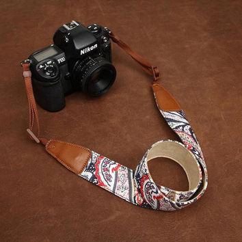 Light Cowboy Flower  Handmade Leather Camera Strap in Brown 7144-7145