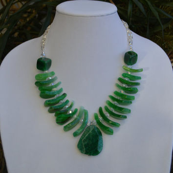 Emerald Green Agate Teardrop and Pendant Statement Necklace