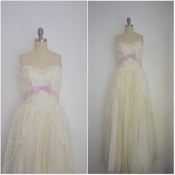 Vintage White Sleeveless Lace Evening Gown