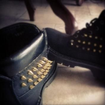look alike studded timberland (women)