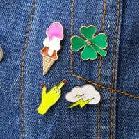 Metal Four Leaves Clover  Ice Cream Cloud Fingers Booch Pins Brooches for  Women Jewelry Summer Style Enamel Badge For Girl