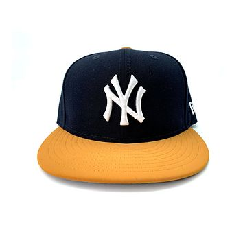 New Era 59FIFTY New York NY Yankees Patched TM Hook Nubuck Brim Fitted Hat