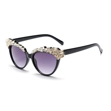 MINCL/Diamond Women Sunglasses  New fashion sunglasses lady cat eye sunglasses point drill sunglasses driving glasses FML