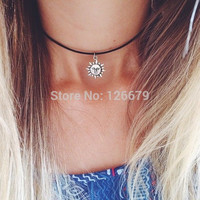 2015 New Fashion Silver Sun Flower Face Pendant Black Leather Chain Chocker Necklace Jewelry Product for Women