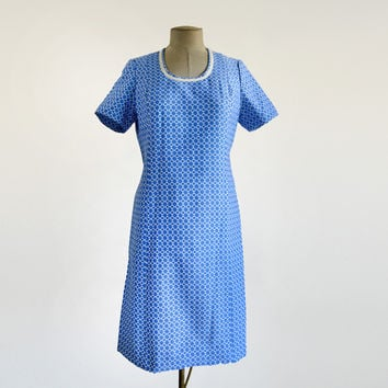60's Vintage Shift Dress Patterned Blue and White Scoop Neckline