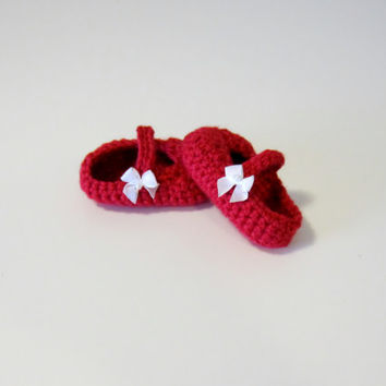 Crochet girl booties with white bow, baby booties, red baby booties, red booties, crochet shoes with bow, red crochet shoes, baby shoes
