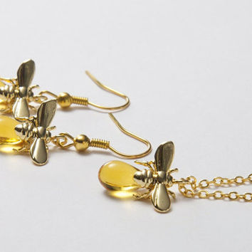 Bee Jewellery Set. Amber Jewellery Set. Glass Jewellery Set. Honey bee earrings. Bee and honey drop. Insect Jewellery Set.