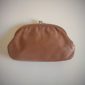 Vintage 70's Kiss Lock Clutch Light Brown Leather Classic Purse