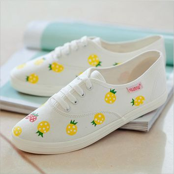 Leisure line with flat shoes and white fresh canvas Pineapple shoes Beige