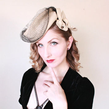 1940s Hat / VINTAGE / Tilt / Back Loop / Bows / Taupe / Veil / Pin Up Style / 40s / ADORABLE