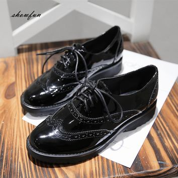 Women's Patent Leather British Style Lace-up Oxfords Brand Designer Carving Flats Leisure Esparilles Brogues Shoes for Women Hot