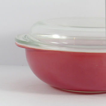 Vintage Mid-Century 1950s Flamingo Pink Pyrex 2 qt round casserole dish with lid, 024