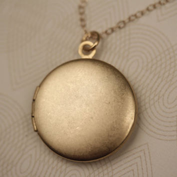 Simple Gold Necklace Locket, Plain Gold Locket, Layering Necklace, Medium Gold Locker, Delicate 14kt Gold Necklace Chain, Round Locket