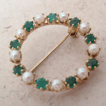 Pearl Circle Pin Brooch Gold Filled Emerald Green Stones Imperial Pearl Vintage V0950