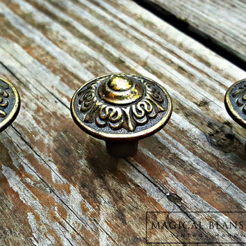 Victorian Furniture Pulls Antiqued Brass Knobs Vintage Drawer Pulls Neoclassical Cabinet Knobs Gold & Brown Dresser Hardware Baroque Knobs