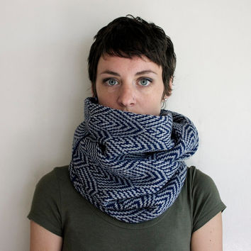 Infinity Scarf - Knitted Scarf - Circle Scarf - Geometric Pattern - Navy & Gray
