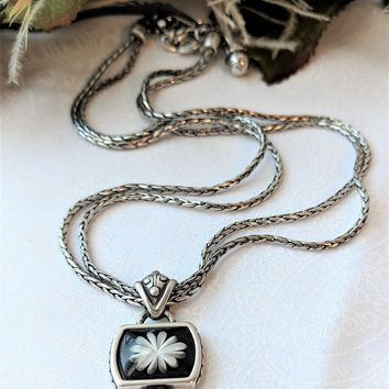 Retired Brighton Black & White Waterlily Adjustable Reversible Necklace w/Tin