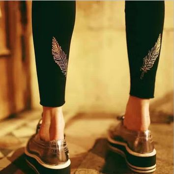 Autumn and winter must have money, ultra-bullet was thin wild gold feathers embroidered backing Slim pants